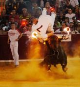 El espectáculo de moda de los recortadores con toros de fuego llega a Castellón