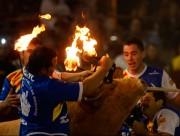 La tradición del toro de fuego regresa a La Misericordia con las mejores cuadrillas de la actualidad. Foto: Alberto Barrios.