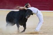 El cortador Dany Alonso ejecuta un corte en la plaza de toros de Medina del Campo. Foto: José I. Aguado.