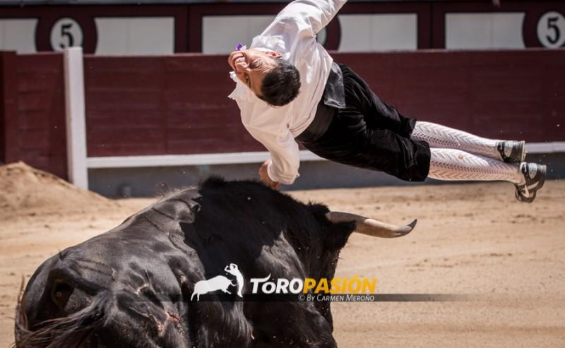 El saltador Paquito Murillo ejecutando un espectacular vuelo.