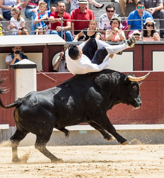 """El actual Campeón de España, Eusebio Sacristán """"Use"""", realizando un impresionante salto."""