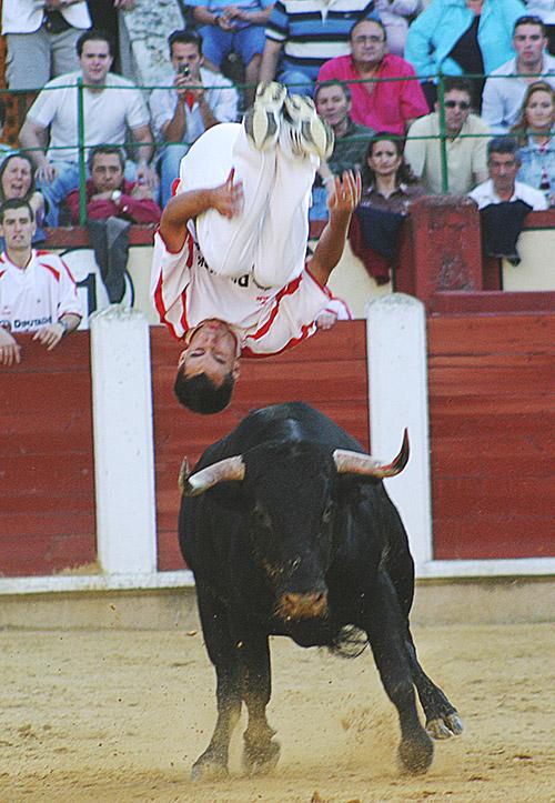 Iván Sánchez ejecutando un salto mortal hace 10 años.