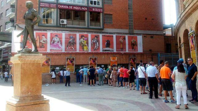 Las taquillas de la plaza de toros de Valencia en una imagen de archivo.